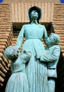 Commemorative statue to settler women in Ponca City, Oklahoma